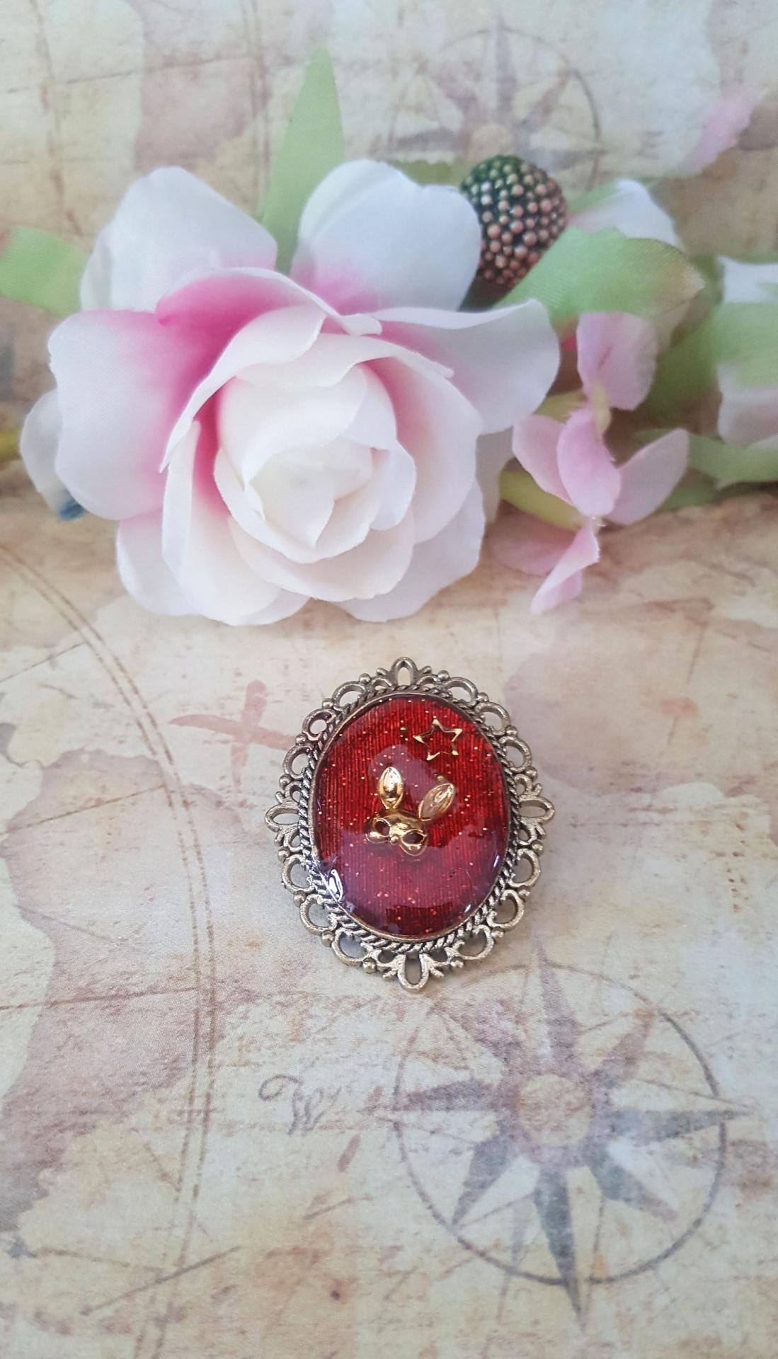 Broche rouge lapin