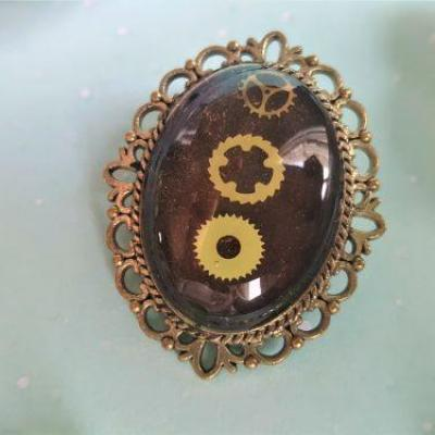 Broche steampunk rouage mecanique
