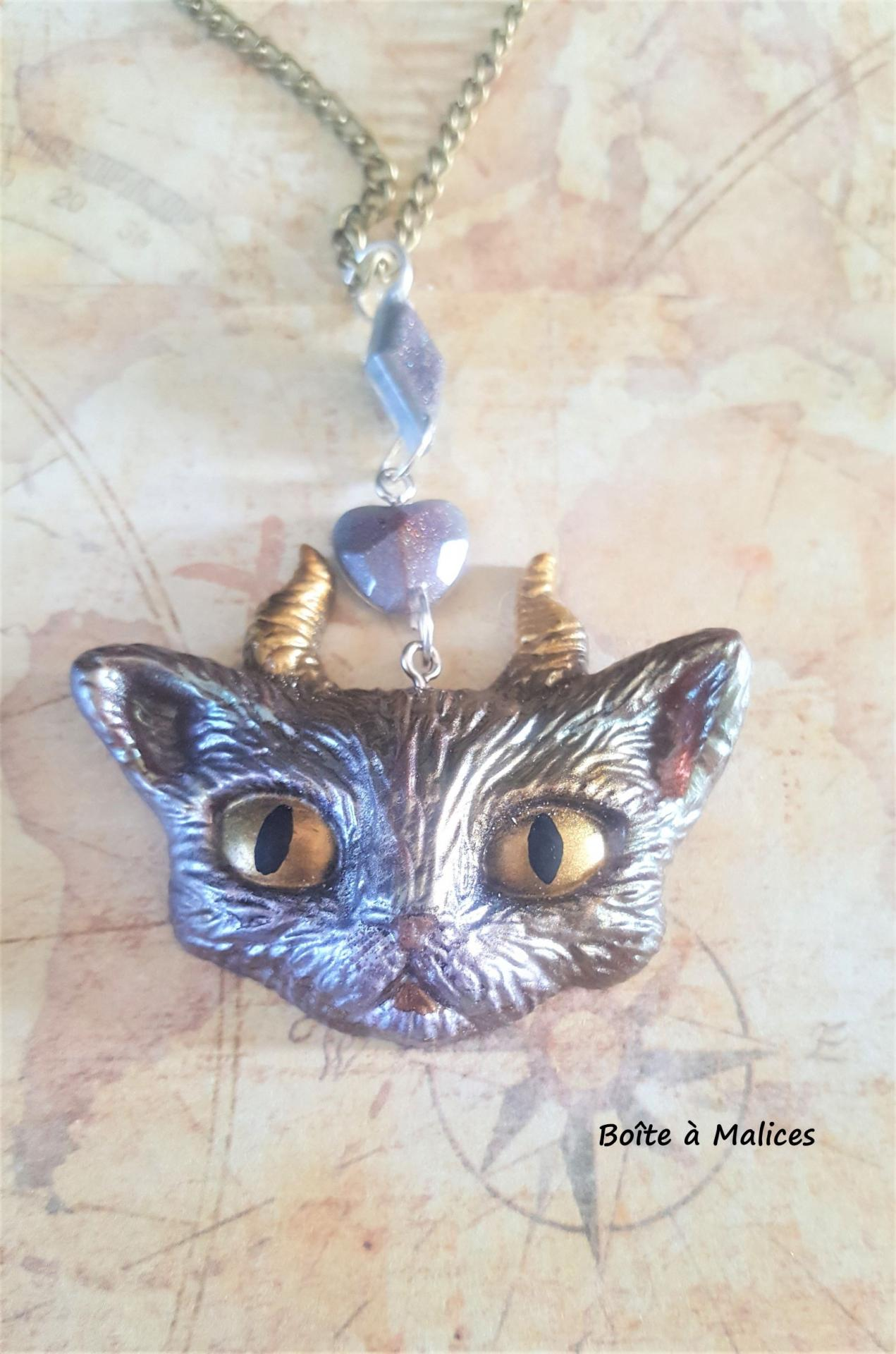 Collier chat 1