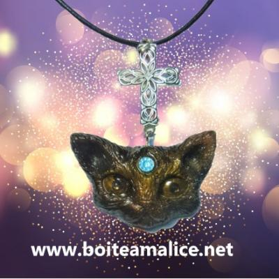 Collier chat en resine fait main