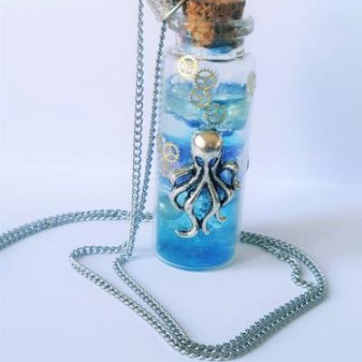 Collier octopus fiole decoration