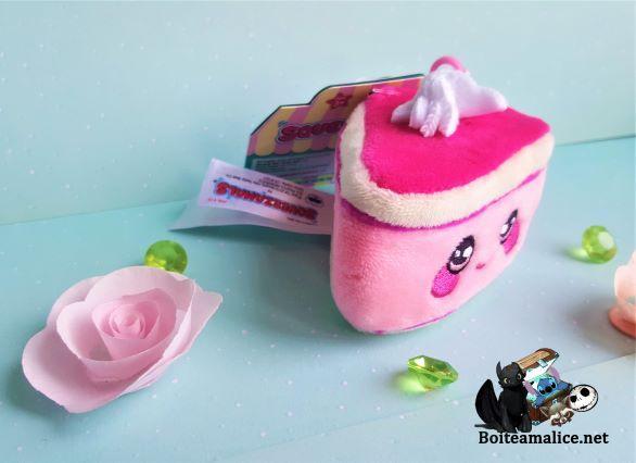 Peluche kawaii squeezamals gateau rose squichy