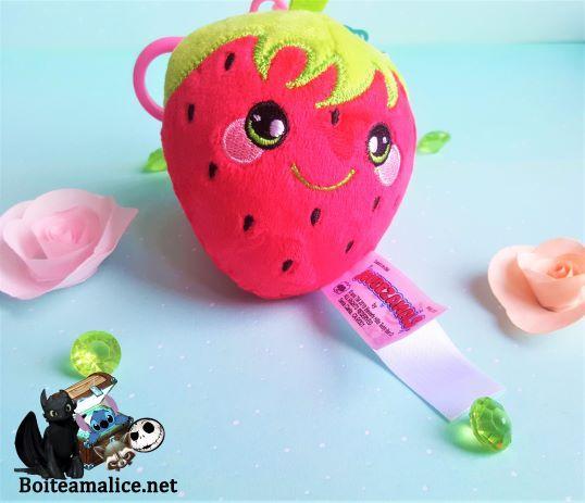 Peluche porte cles fraise squeezamals