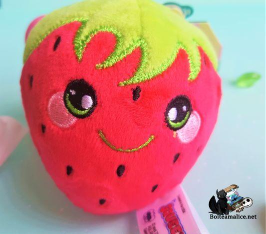 Porte cles peluche fraise squeezamals