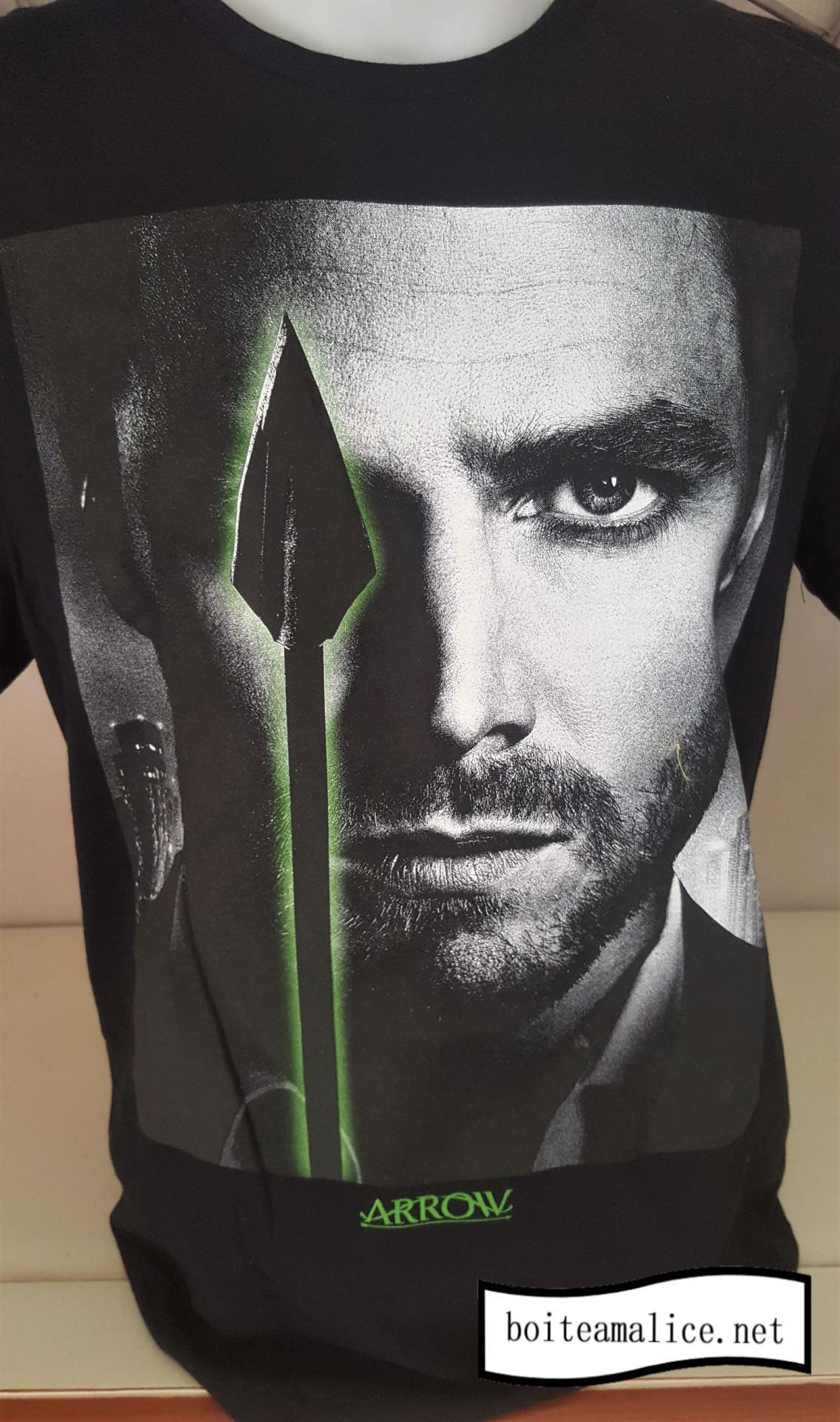 T shirt green arrow